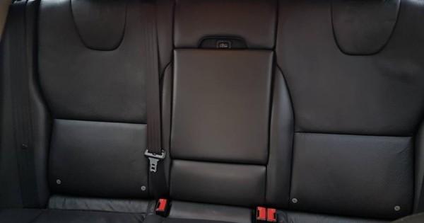 Bán xe Volvo XC60 số tự động đời 2010 chạy 140.000 km