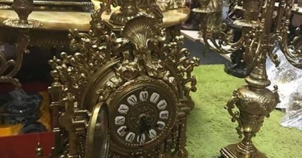 Cần bán bộ đồng hồ chân nến bằng đồng của Đức