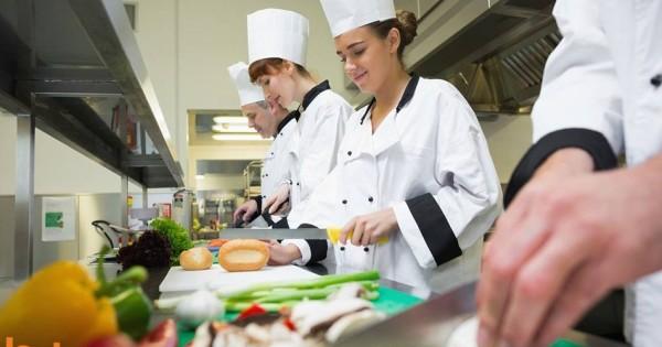 Quán Tầu trong siêu thị Europark, Praha 10 cần tìm gấp 1 nhân viên nữ