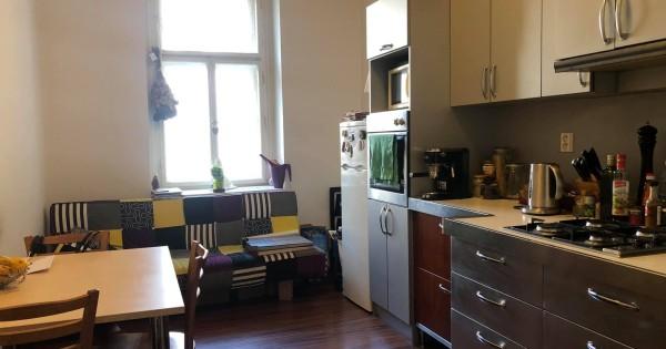 Cho thuê nhà 2+1 trong trung tâm giữa bán kính Praha 2 và Praha 3