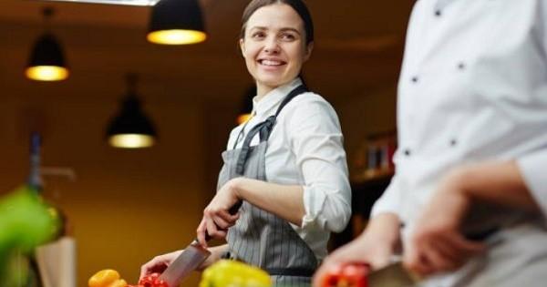 Quán ăn trong center Regensburg cần tìm người làm phụ bếp (ko cần kinh nghiệm)