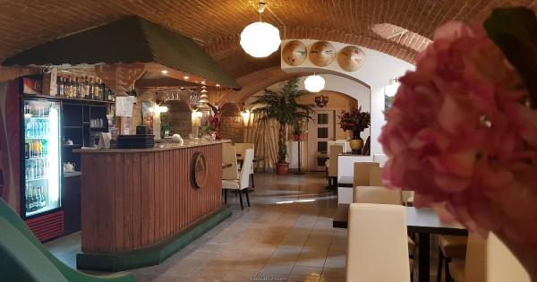 nhượng quán ăn đang hoạt động bình thường tại Praha 8