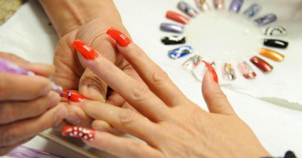 Tiệm nails chúng tôi cần tìm thợ nails chính, làm việc tại TT Wien của thủ đô Áo