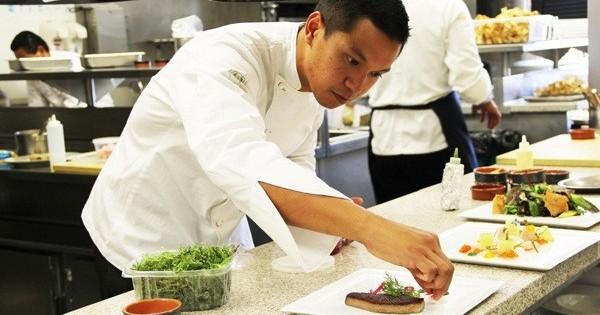 Nhà hàng gần Darmstadt - Frankfurt cần tìm người làm bếp và thợ quấn Sushi.