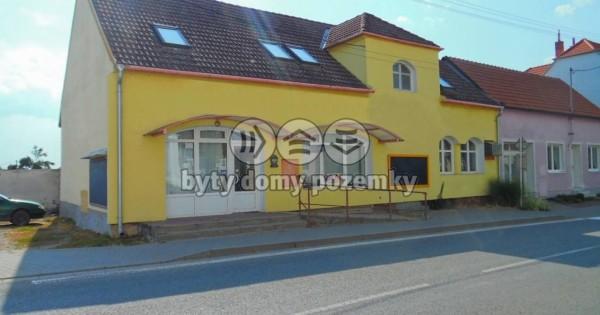 Nhà trên ở, dưới bán hàng, chủ tư nhân ở Milotice, Hodonín 2000 dân
