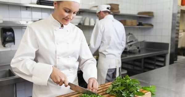 Cần tuyển phụ bếp làm việc tại Praha, đi làm ngay