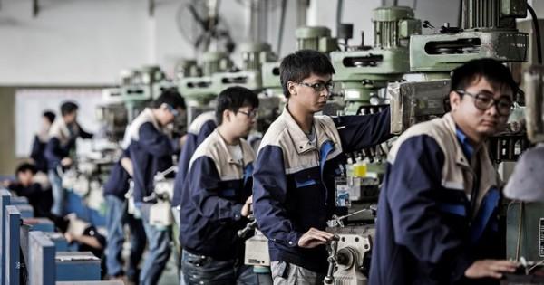 Tìm công nhân làm nhà máy