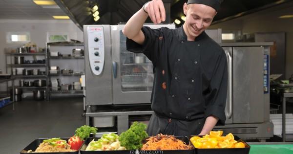 Quán ăn Việt tại Praha 10 cần tìm thêm 1 người vào vị trí phụ bếp