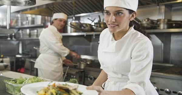 Cần tìm phụ bếp có giấy tờ Đức, làm gần München / Regensburg