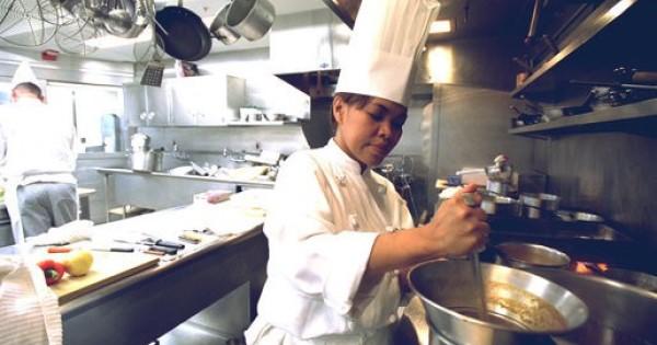 Tiệm ăn ở tp regensburg cần tìm người bán hàng và phụ bếp
