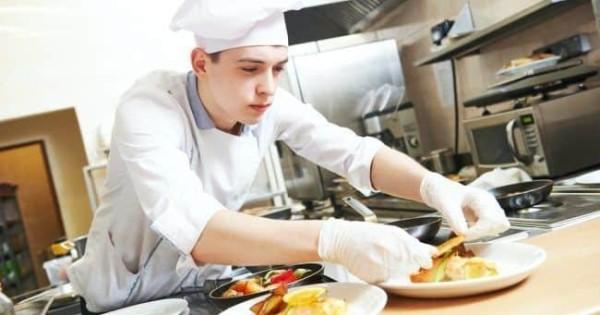Quán ăn trong siêu thị ở tp. Příbram (cách Praha 60km) cần tuyển nhân viên