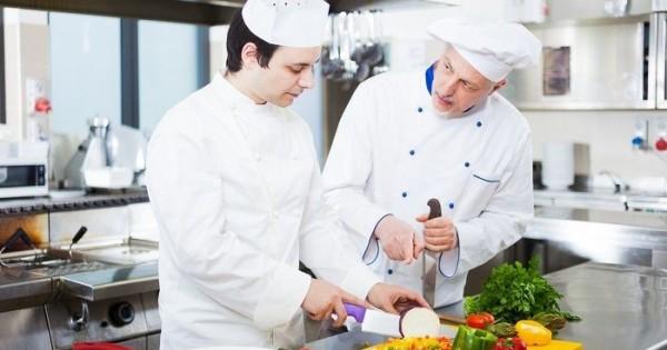 Quán Ăn tt Brno cần tuyển 2 phụ bếp chấp nhận visa lao động