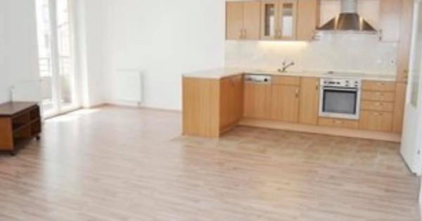 Bán căn hộ sở hữu tư nhân 3+kk 81.4m2 + 20m2 balkon tại phố Petržílkova 29 Praha