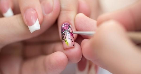 Tuyển thợ Nails chính biết cả nối mi làm việc tại Zug ở Thuỵ Sĩ