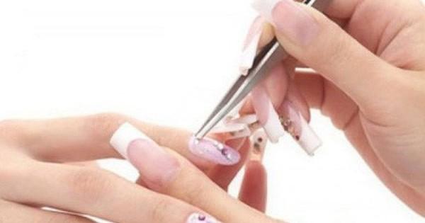 Em cần tìm thợ nails tay nghề chính ở Praha 4