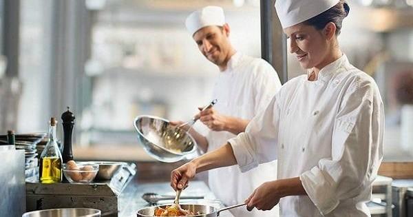 Quán ăn trong siêu thị mới khai trương ở Praha 7 tìm Kasa, bếp chính, phụ bếp