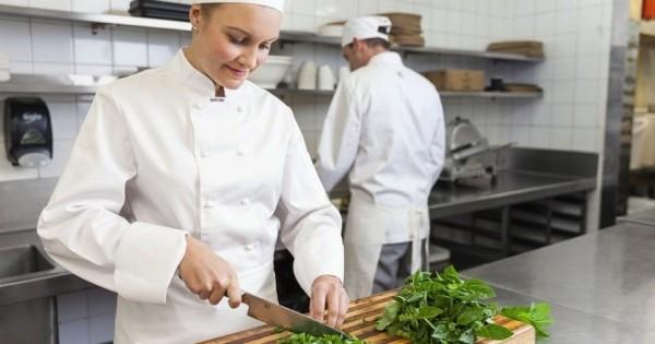 Quán ăn ở thành phố Sokolov cần tuyển phụ bếp nóng