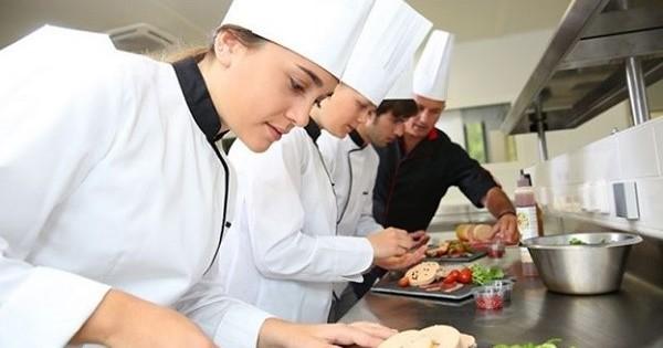 Quán bistro ở metro A Hradčanská cần tìm phụ bếp